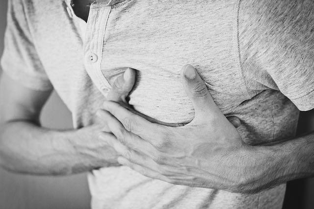 Comment faire un massage cardiaque?