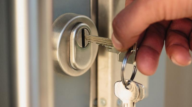 Ma serrure de porte coince : que faut-il faire ?